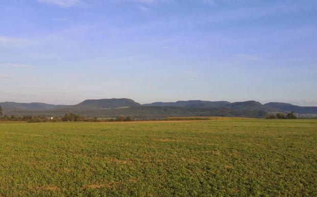 Der Tafelberg im Hintergrund ist die Hohe Warte, auf die wir heute Morgen von Eningen aus aufgestiegen sind