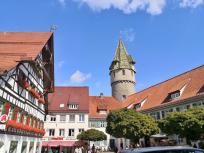Der Grüne Turm am Ende des Marienplatzes