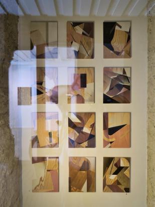 Schöne Kunst im Schaufenster einer Galerie