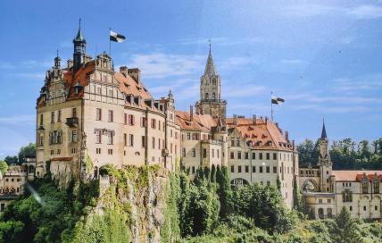 Das offizielle Bild vom Schloss, wie es an zahlreichen Stellen in der Stadt plakatiert ist