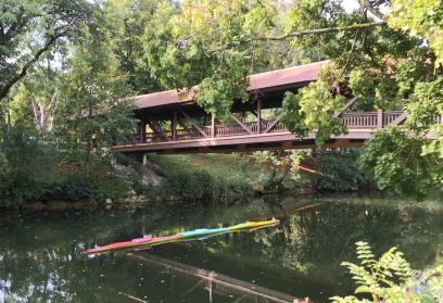 Bootsskulptur in der Donau am Donaupark in Tuttlingen