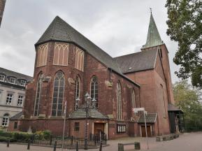 Die katholische Stadtkirche St. Vincentius von Norden aus gesehen