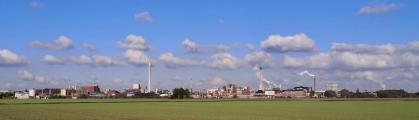Panoramablick durch die Rheinauen Ehingen hinüber zum Chemiepark Uerdingen
