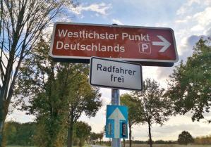 Nur noch ein paar Schritte, dann sind wir am westlichsten Punkt von Deutschland angelangt