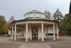 Trinkpavillon im Kurpark