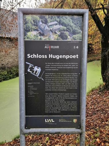 Nur wenige hundert Meter weiter erreichen wir das Wasserschloss Hugenpoet
