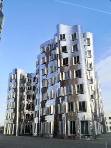 Ein architektonischer Traum in Silber