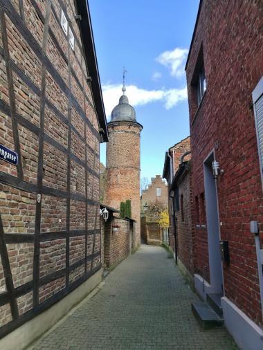 Blick in die Eulengasse mit dem Eulenturm von 1370