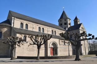 Kloster-Basilika, Blick vom Südwesten