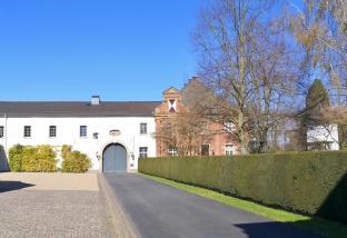 Zufahrt zum ehemaligen Klostergelände