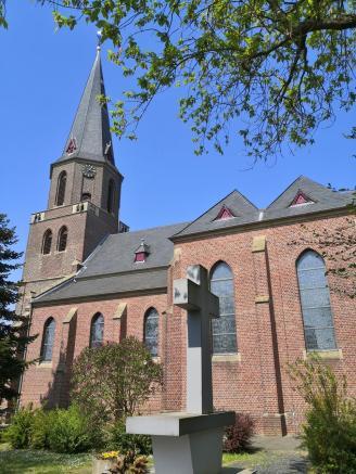 Die Pfarrkiche St. Mariä Himmelfahrt in Wanlo
