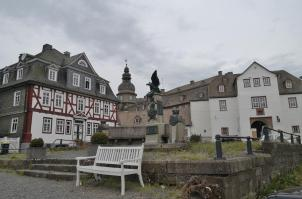 Kaiser-Willhelm-Denkmal vor dem Torhaus des Schlosses