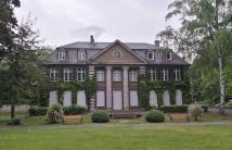 Die Villa Grün auf dem Schnlossberg neben der Ruine von Schloss Dillburg