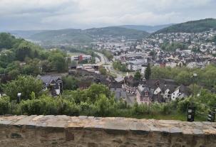 Blick vom Schlossberg hinunter in die Altstadt von Dillbenurg