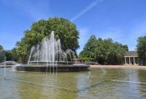Brunnen mit Wasserspiel vor dem Ballhaus im Nordpark