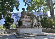 Kriegerdenkmal im Hofgarten am neuen Kö-Bogen
