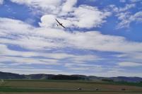 Flugzeug in der Platzrunde am Flughafen Attendorn-Firnentrop