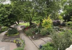 Blick von den umgebenden Festungsmauern in den Schlosspark