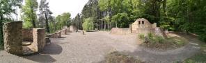 Panoramabild von der künstlich geschaffenen Ruine der Karlsburg
