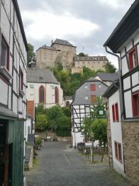 Blick vom Marktplatz hinauf zur Burg