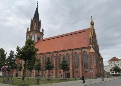 Hauptkirche St. Marien, im Zweiten Weltkrieg ausgebrannt, heute eine Konzertkirche, Südansicht