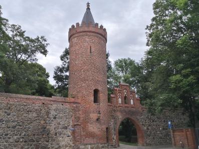 Fangelturm, Feldseite