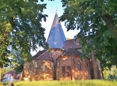 Die achteckige Dorfkirche in Ludorf