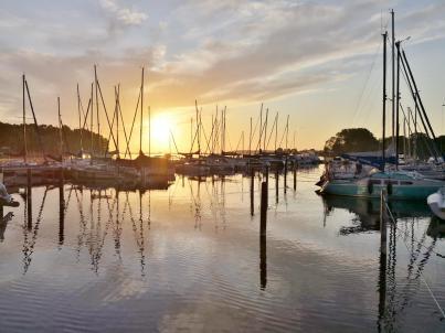 Sonnenaufgang über dem Seglerhafen