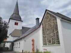 Kath. Pfarrkiche St. Martin neben Schloss Schmidtheim