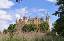 Der Südflügel des Schlosses vom Park aus gesehen