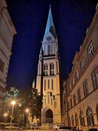 Turm des Schweriner Doms bein Nacht