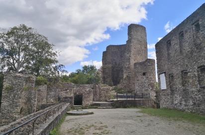 Innenhof der Burg, dort wo früher der Herrensitz stand