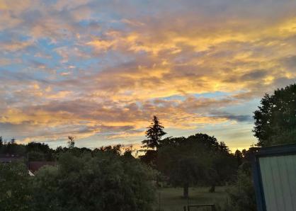 Farbenvoller Sonnenuntergang am Abend