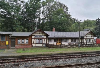 Haltestelle der Elstertalbahn: Der Bahnhof Barthmühle