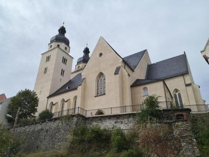 Blick hinauf zur Johanniskirche