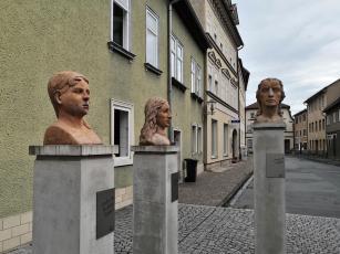 Schiller-Figurenensemble in der Altstadt von Rudolstadt