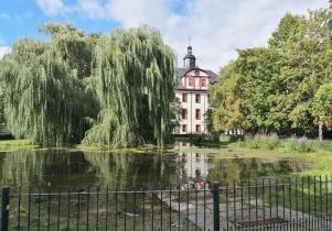 Blick aus dem Schlosspark auf das Schloss Saalfeld