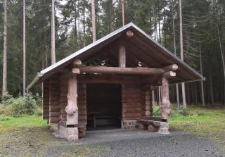 Prächtige neue Wanderhütte im Wald