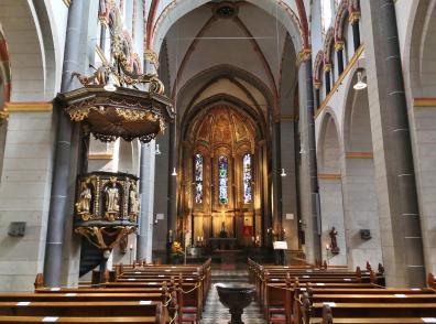 Innenraum der Basilika St. Margareta