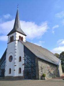 Kirche im Dorf Kreuzberg