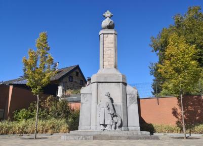 Kriegerdenkmal gegenüber dem Rathaus