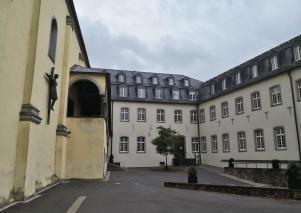 Innenhof mit Kirche und Konvent