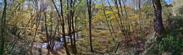 Panoramabild vom Wanderweg oberhalb der Kall