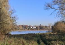 Blick über den Fluß nach Wittlaer