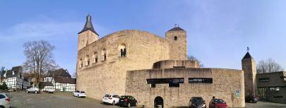 Erhaltene Außenmauern zwischen Bergfried und Engelbert-Turm