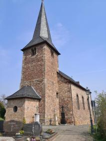 Kirche St. Pantaleon neben der Burg Satzvey