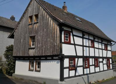 Altes Pfarrhaus neben der Kirche in Satzvey