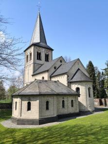 Die Kirche St. Nikolaus in Himmelgeist