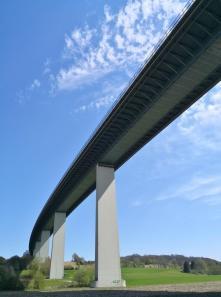 Unter der Mintarder-Ruhrtalbrücke