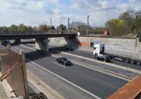 Hier mussten nach dem Unfall mit einem Tanklaster zwei von fünf Eisenbahnbrücken über die A40 abgerissen werden